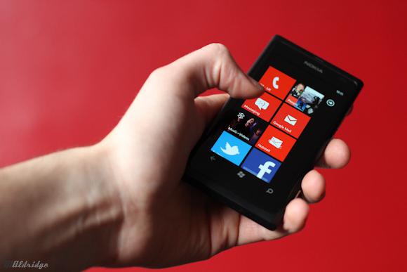 Nokia Lumia 800, thanks for the heads up Siri